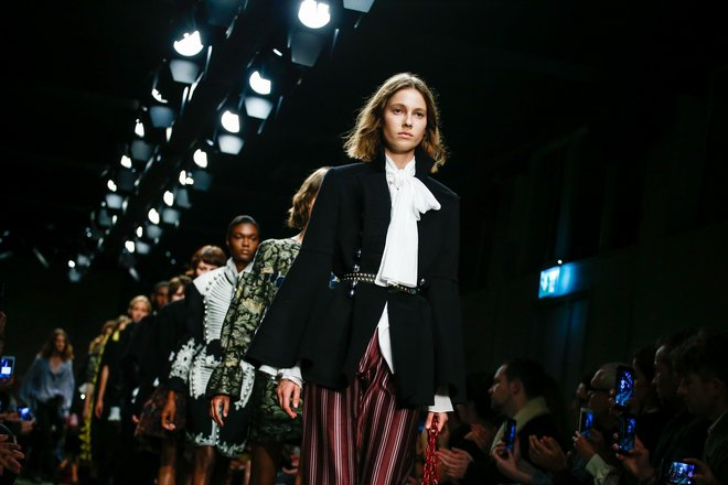 burberry-top-collections-photo-alessandro-garofalo-%d7%a2%d7%95%d7%aa%d7%a7